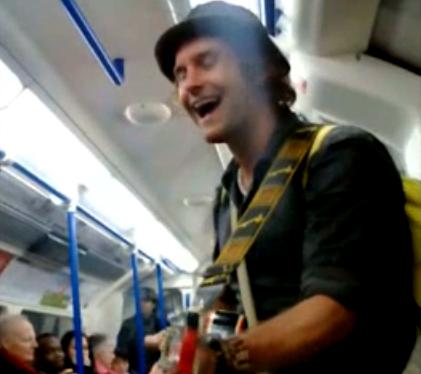 Tony Sweet, il musicista della metropolitana di Londra – Video